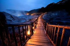 Hell Valley ,Noboribetsu , Hokkaido (Marty Windle -Travel Photographer) Tags: wood japan night wooden hokkaido dusk path hell steam marty spa pathway hotsprings noboribetsu greatphotographers windle hellvalley tamronspaf1024mmf3545diiildasphericalif martywindle martywindle
