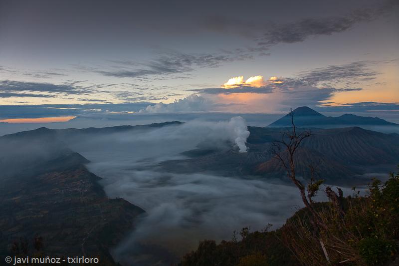 Amanecer en el volcan Penanjakan.