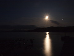 Culkein bay in moonlight (Gwen!!) Tags: moon water star bay rocks moonlight culkein quinag platinumheartaward