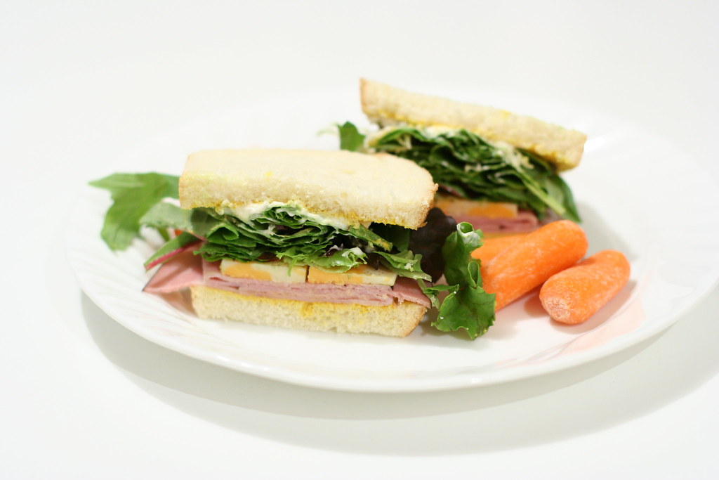 ham sandwich with carrots