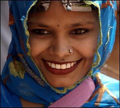 smile and eyes full of life (maios) Tags: travel blue portrait woman india reflection girl beautiful smile lady photo eyes flickr foto photographer notes indian agra fotografia hindu manikis maios iosif heliography