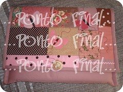 Capa para Notebook em patchwork com aplicações. (Ponto Final - Patchwork) Tags: flores artesanato rosa patchwork borboletas marrom tecido aplique retalho aplicações poá patchcolagem rosaantigo capadenotebook capadelaptop