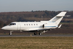 P4-PET - Private - Hawker Beechcraft 900XP - Luton - 090311 - Steven Gray - IMG_0984