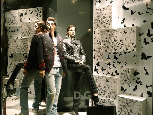 Chez De Papillons Gabbana Des — Vitrines Dolceamp; Le Nuée Journal TlK1cFJ