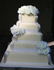 (Toni....) Tags: roses white chocolate weddingcake cream toni viareggio carnations fondant ibi