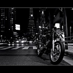 On the road (Noisy Paradise) Tags: road street bw monochrome japan night tokyo sigma dp  foveon mortorcycle nortoncommando  sigmadp2 noisyparadise