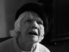 esperana - hope (musiciennedusilence) Tags: feet hope eyes hands women esperana elderly ps mulheres mos olhares idosas