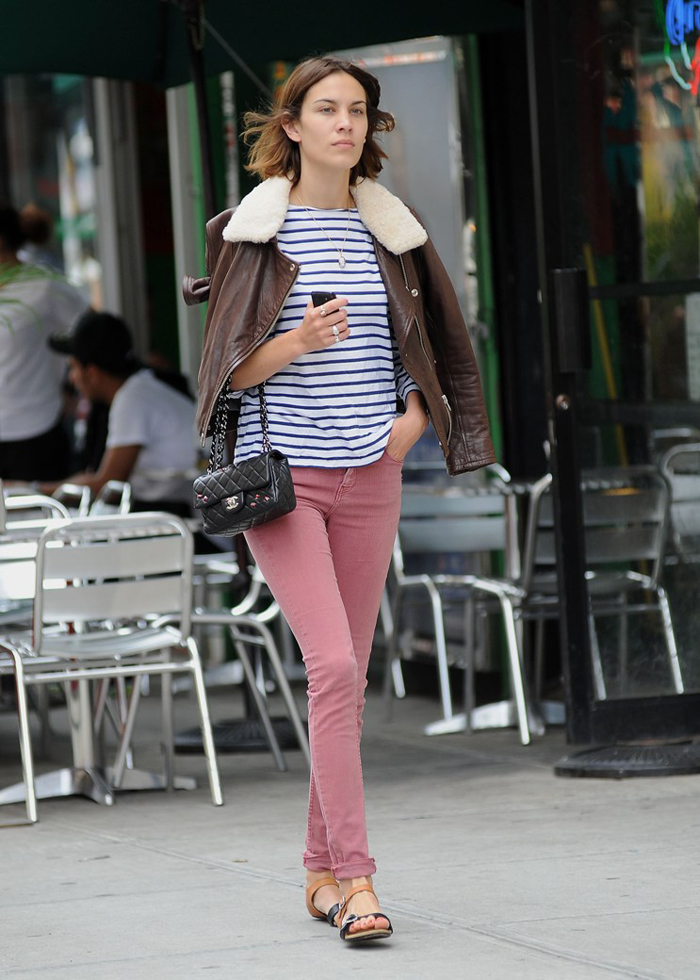 13543_Preppie_Alexa_Chung_kissing_her_boyfriend_in_New_York_City_20_122_640lo