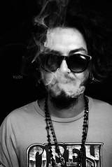 Yudi (Csar D. Hill) Tags: life boy brazil white black guy branco brasil d smoke hill moda preto modelo sampa sp cesar estilo fotografia cinza dona fumaa cigarro csar cesardhill