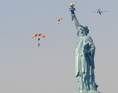 Parachutes over the Statue of Liberty (noamgalai) Tags: nyc usa ny newyork man plane soldier army liberty us photo jump war picture photograph soldiers hudsonriver hudson statueofliberty airforce parachute   parachutes goldenknights  noamg parachuters noamgalai   milatery