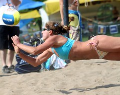 Diving for the ball (Danny VB) Tags: park canada beach up sport ball plongeon sand quebec plateau montreal dive playa tournament volleyball milton athlete vb defensive dig plage parc 2009 volley volleybal excellence volei balle mikasa pallavolo jeannemance voleibol  siatkwka tournois voleiboll volleybol volleyboll voleybol nicedive  lentopallo siatkowka vollei voleyboll palavolo deplage montreal514 volleibol volleiboll