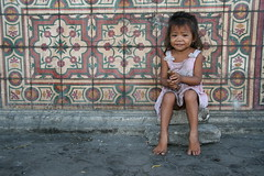 Asia - Philippines / Living on the street in Manila (RURO photography) Tags: poverty voyage travel people tourism canon de fun photography asia sitting photos philippines homeless poor streetlife reis tourist sit barefoot manila barefeet asie op hungry lonelyplanet pinay seated journalism pinoy slum slums nationalgeographic reizen discoverychannel azi manilla honger sloppenwijken children armoede filippijnen dakloos descalza hungrypeople street digitalcameraclub supershot beautifulphoto photography straatleven social save kartpostal sloppenwijk scalza living straatkinderen enstantane anawesomeshot blootvoets voyageursdumonde straat globalbackpackers discoveryphoto discoveryexpeditions rudiroels straatarm inspiredelitejournalistchronicles leven journalismestreetkids luzzon levenopstraat baretootsies viverdescalo