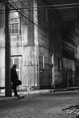 Corner view (FOTOS BENO) Tags: chile street houses homes blackandwhite bw blancoynegro southamerica monochrome port puerto monocromo blackwhite calle américa hills rua rue casas cerros valparaíso américadosul américalatina brancoepreto callejero blancetnoir amériquedusud sudamérica suramérica américadelsur latinoamérica regióndevalparaíso monocromía puertodevalparaíso quintaregióndechile