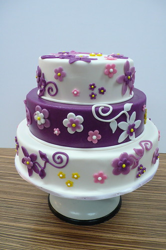 Purple and White Flower wedding cake by CAKE Amsterdam Cakes by ZOBOT