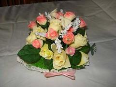 cestino all'uncinetto con calle e rose gialle e rosa (uncinetto_patrizia) Tags: e di fiori con composizione zucchero cestino alluncinetto inamidato