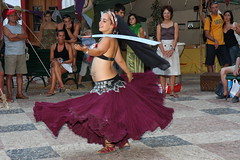 Belly dancer II (LusoFox) Tags: woman portugal girl smile rock dance dancing mulher skirt medieval feira belly tanz sword bellydance sorriso sonrisa algarve bellybutton dana silves espada lcheln saia umbigo rapariga degen danadoventre 5photosaday canonefs1755mmf28isusm canoneos40d ilustrarportugal yourcountry