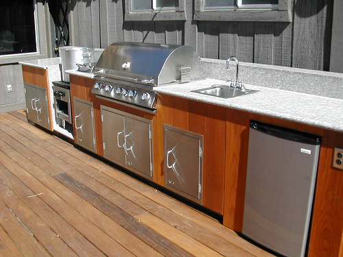 Outdoor kitchen in redwood