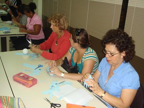 Las educadores construyen un modelo fácil de reproducir en el aula
