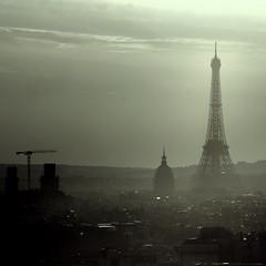 ah ! Paris ! (lachaisetriste) Tags: paris nikon tour eiffel ciel paysage nuit brouillard ville brume toits d80