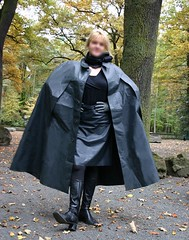 ...einen hab ich noch...;-) (klepptomanie) Tags: leather boots skirt rubber gloves cape kleppermantel latexrock