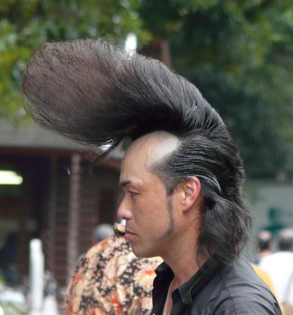 Coupe de cheveux banane rock homme