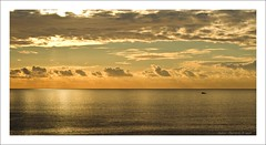 golden sunset (Andrea Rapisarda) Tags: sunset sea clouds gold tramonto nuvole mare sicily goldensunset sicilia abigfave alemdagqualityonlyclub rapis60 andrearapisarda saariysqualitypictures