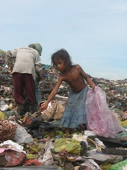 Cambodia needs sponsor Stung Meanchey (changinglivescambodia.org) Tags: poverty boy girl kids garbage cambodian child dump phnom penh