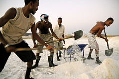 Salt workers - Afdera - Ethiopia (PascalBo) Tags: africa people man work outdoors nikon salt travail ethiopia sel saline homme afrique hornofafrica afar eastafrica d300 ethiopie danakil 123faves afarregion afrera cornedelafrique afriquedelest pascalboegli afdera dancalie