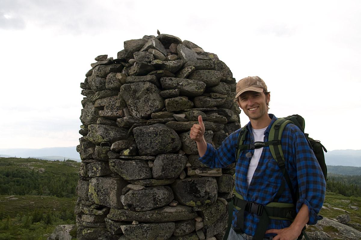 Lars på toppen av Vardefjell i Trillemarka