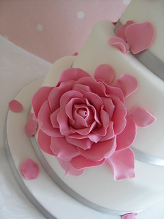 Blush roses wedding cake close up by Cotton and Crumbs