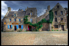 Locronan, rue des Charretes (SdR Art Photography) Tags: france canon eos celtic francia antico ancien finistre paese locronan canoneos1dsmarkii llens canonef1740mmf4l celtico bej abigfave platinumphoto wwwluxintenebracom sergiodelrosso bretagnebretagna wwwluxintenbracom wwwsergiodelrossocom
