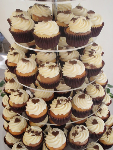 Brown and white wedding cupcakes — Cupcake Pictures