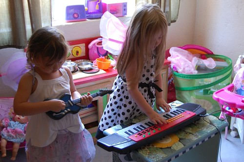girls jamming