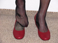 red leather pumps, close up session (Isabelle.Sandrine1999) Tags: nylons stockings legs feet shoes leather pumps heels tatto toes polished redpumpsusgirl