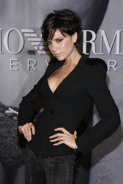 Victoria Beckham fait la promotion des sous-vetements Emporio-Armani chez Macy's. INF by efimero.remixed