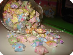 estrelinhas (Alane • maria julia biscuit) Tags: origami estrela estrelas papel estrelinhas brilhante