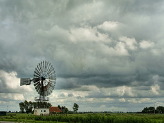 American Windmill (wynmotor) (Hindrik S) Tags: sky cloud holland color green mill netherlands windmill weather clouds landscape sony nederland waar mole friesland molen leeuwarden weer kleur a300 frysln liwwadden ljouwert americanwindmill cloudhunter nederlan sonyalpha weidum aplusphoto flickraward platinumheartaward cloudhunting mne 300 alpha300 sonyphotographing wynmotor