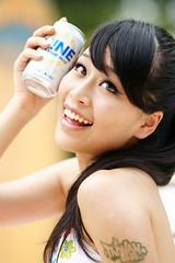 [フリー画像] [人物写真] [女性ポートレイト] [アジア女性] [黒髪] [アルコール] [ビール]     [フリー素材]