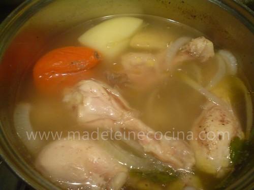 Caldo de pollo sencillo