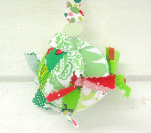 Traditional Quilted Fabric Ball Ornaments Pattern by SimpleBeans