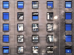 Concensus (Linus Gelber) Tags: nyc windows newyork reflection building architecture reflections grid downtown manhattan boxes thursdaywalk canon28135mmisusm utata:project=tw162