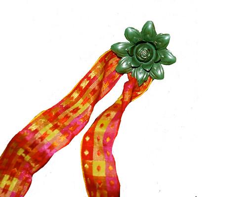 orange-ribbon-check-with-green-pin