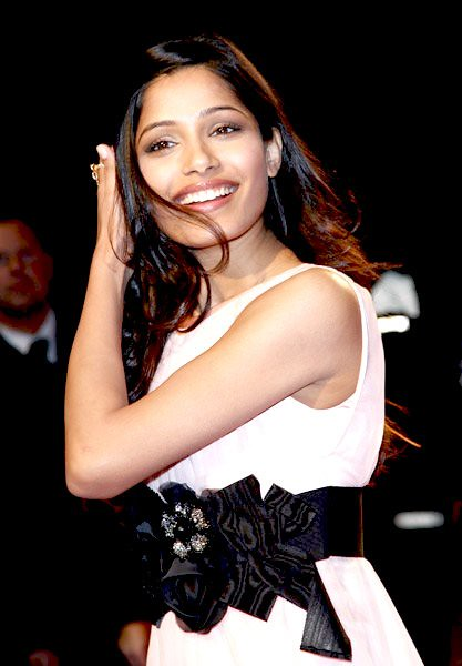 freida pinto www.picsmall.com 057- by Bollywood Photos