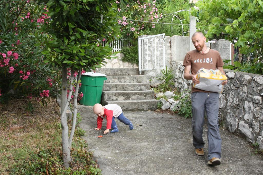 Ein eigener überschaubarer Garten, mit Gefälle, Mauzie Herz, was willst du mehr ; D