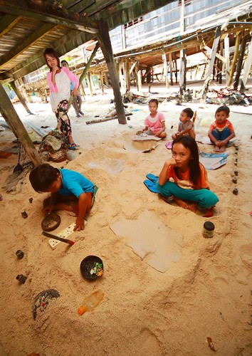 Exploring Mabul | Kids playing sand ship