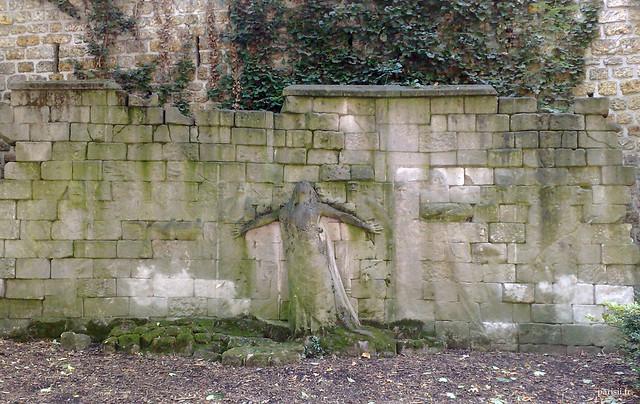 Le mur aux victimes des Révolutions