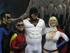 Space Ghost and Power Girl (lady_wolf_star) Tags: robin sandiego spaceghost comiccon 2009 nightwing powergirl vegaspgcosplay