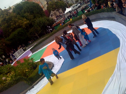 3000 mats cover 575 ft of Candyland curves on Lombard st