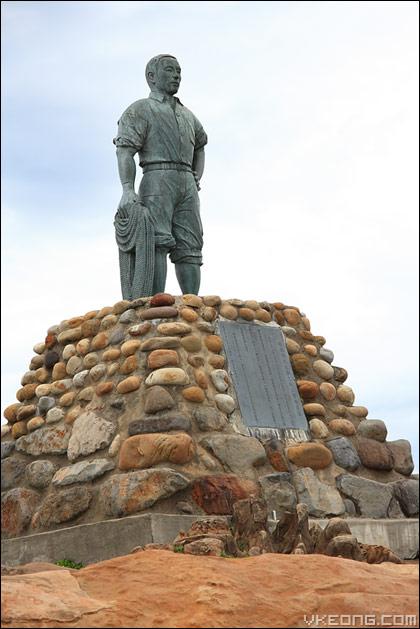 hero-statue