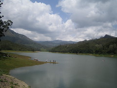 358. Kundala Reservoir (profmpc) Tags: india water clouds boats kerala reservoir mpc munnar kundala
